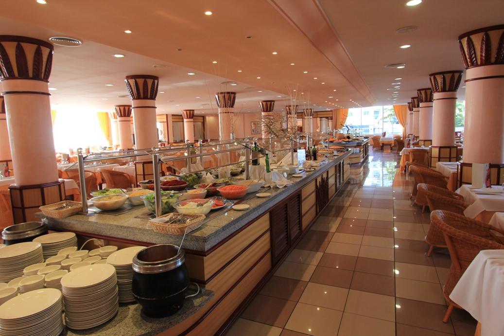 Speisesaal mit Buffet