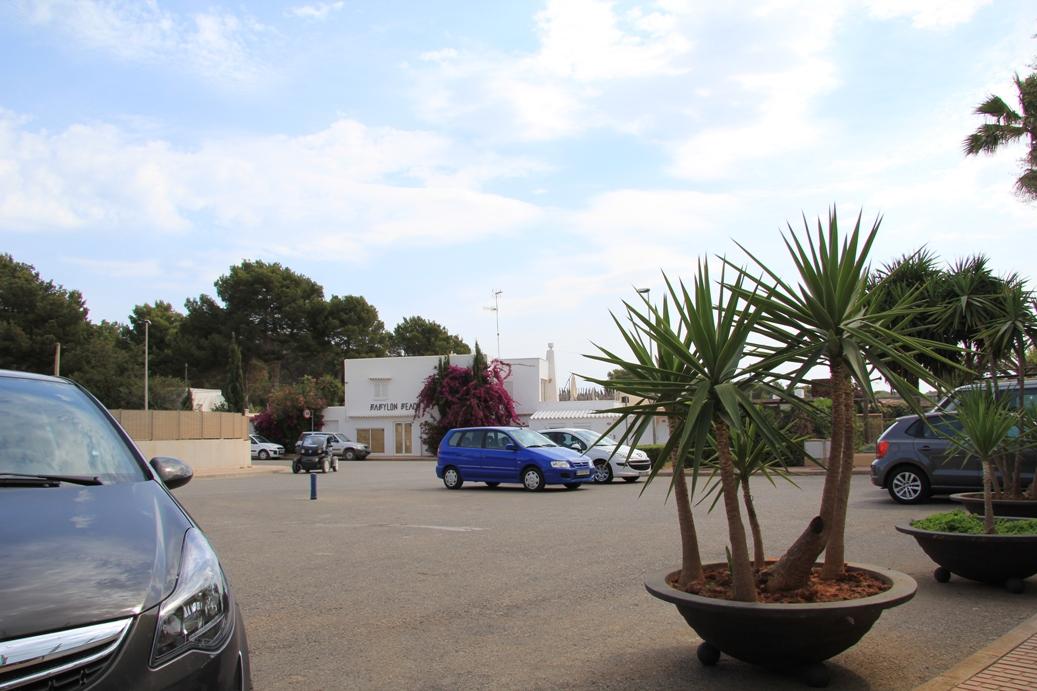 Parkplatz vor dem Eingang