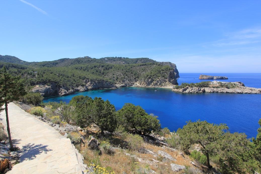 Aussicht vom Höhleneingang bei Sant Miquel
