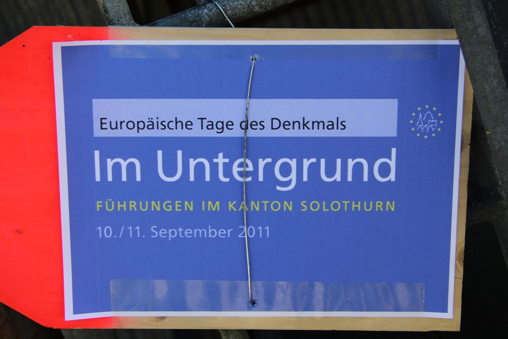 Wegweiser beim Bahnhof Gänsbrunnen