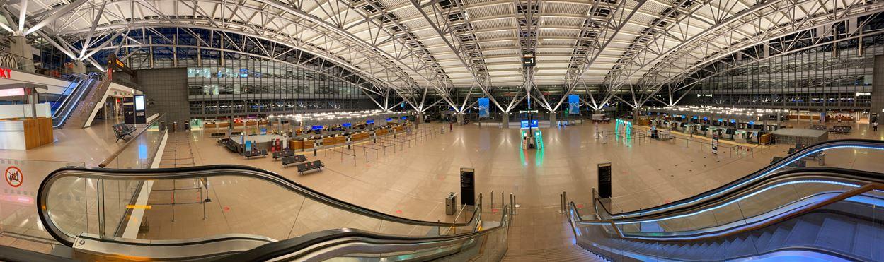 Infolge Corona menschenleer... Flughafen Hamburg Abends um 21:15